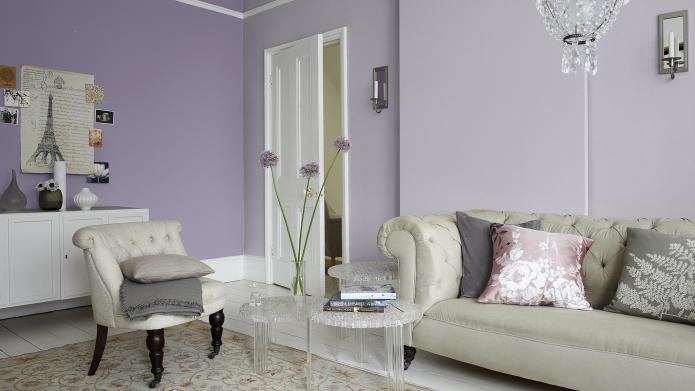 leylak-ve-lavanta-renkli-bir-oturma-odasi